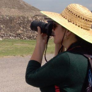 Mujer de 49 años tomando fotos en Teotihuacan Activa50